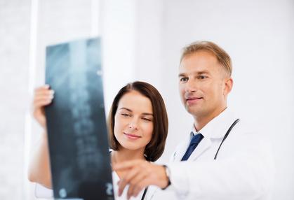 Röntgenuntersuchung der Wirbelsäule vor einer Bandscheiben-OP